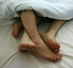 649px-Gay_Couple_togetherness_in_bed_01